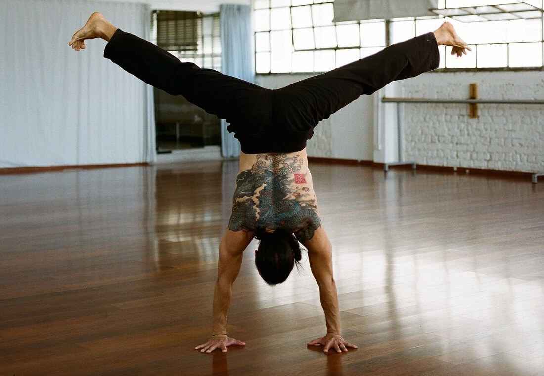 Eddy Toyonaga Yoga doing handstand splits yoga pose