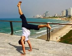 L-shaped handstand by Eddy Toyonaga in the beach front of Tel Aviv