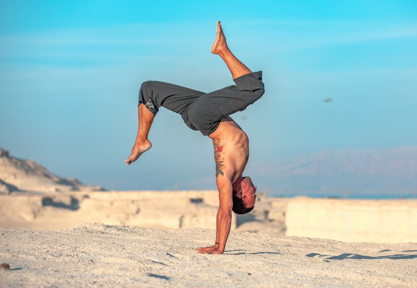 Eddy Toyonaga doing a hollowback handstand in the desert