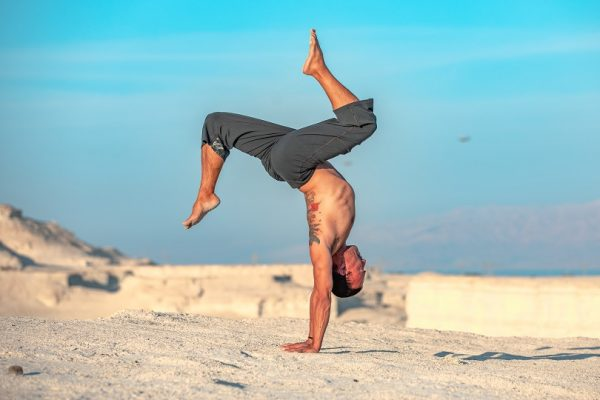 Eddy Toyonaga doing a handstand in the desert