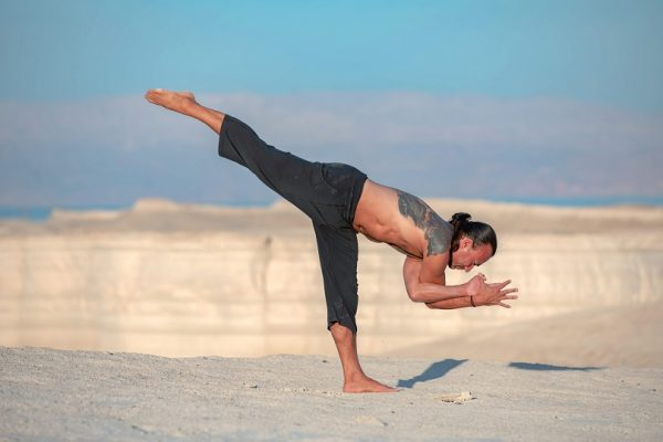 Eddy Toyonaga doing a yoga pose in the desert