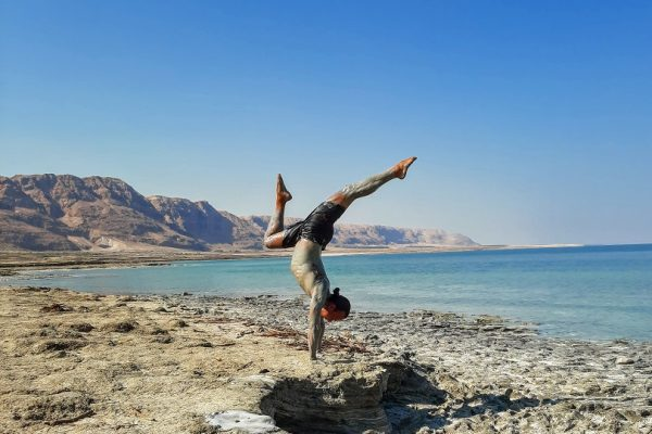 Eddy Toyonaga doing a handstand at the Dead Sea